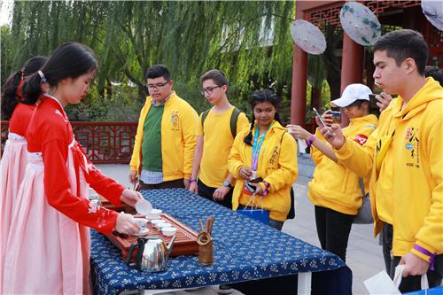 """第十二届""""汉语桥""""世界中学生中文比赛游学日活动在郑州西亚斯学院举行"""