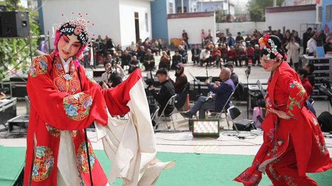 河南宝丰:文化大舞台丰富村民文化生活