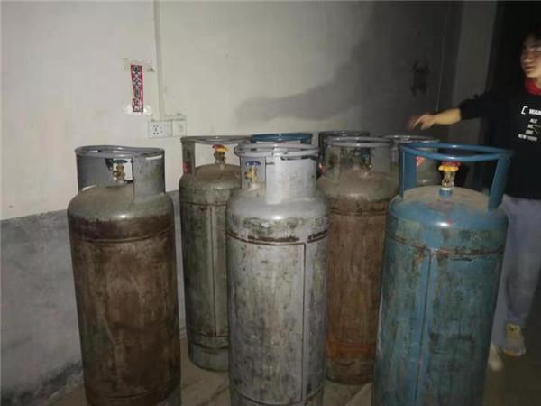 邓州市公安局元庄派出所依法查处一液化气非法储存点