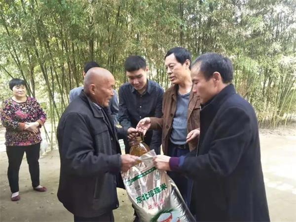 卧龙区委宣传部:送戏下乡助益驻村整顿工作