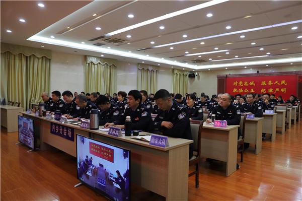 内乡公安局党委委员、副局长江涛为全局党员民警讲党课