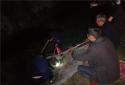新野公安施庵派出所夜间积极救助受困群众