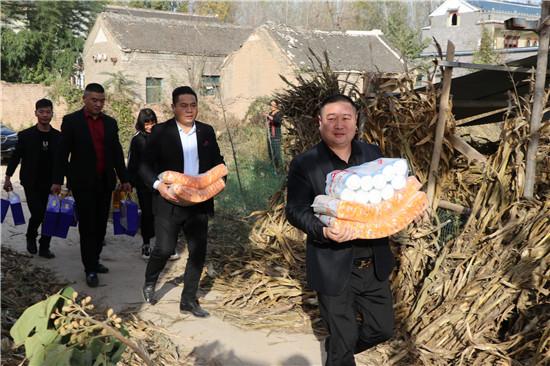 """【网聚正能量 追梦太康人】""""活雷锋""""马常伟:把公益当追求,有困难他就伸援手!"""