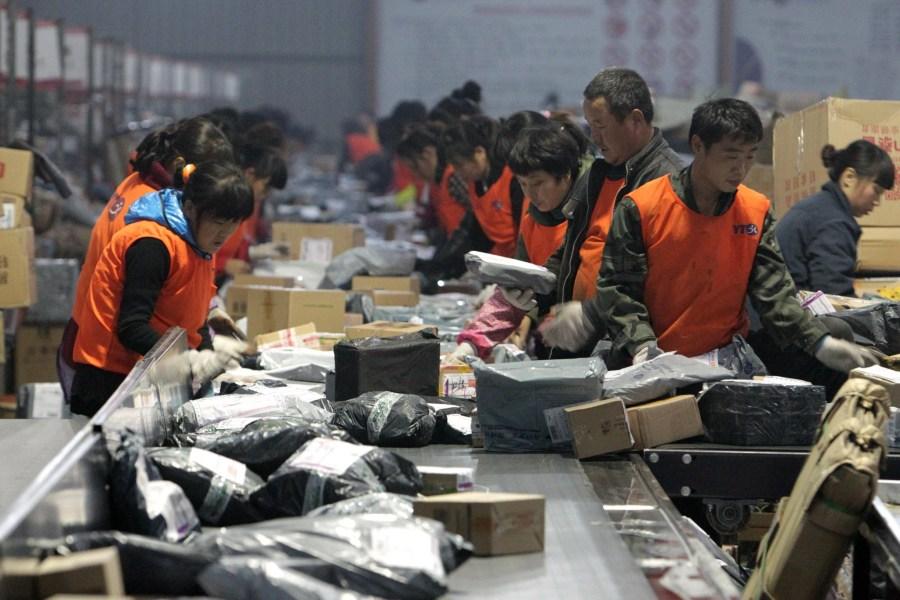"""国家邮政局:""""双十一""""当天全国处理5.35亿快件 同比增28.6%"""