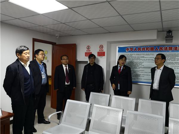 卧龙区法院代院长刘伟看望人民法庭干警
