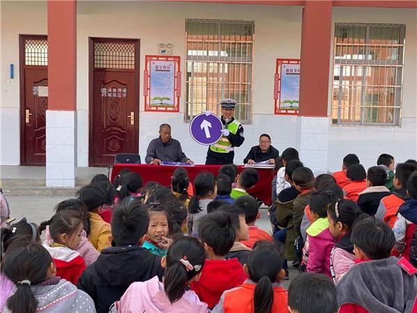 邓州交警深入乡村学校开展交通安全宣传活动