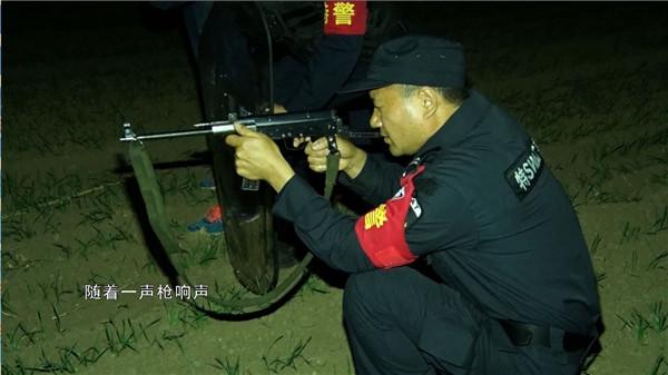 邓州市公安局巡特警大队妥善处置一起疯牛伤人事件