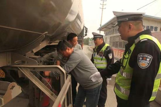 武陟交警大队全力开展冬季交通事故预防工作