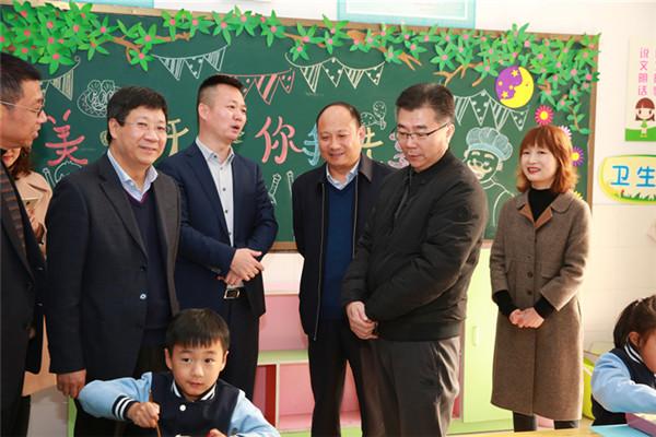 爱的合力 共育美好——郑州市教育局副调研员王克杰一行视察伏牛路小学供餐情况