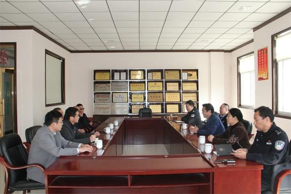 新野县委政法委书记郭恩建深入企业专题调研