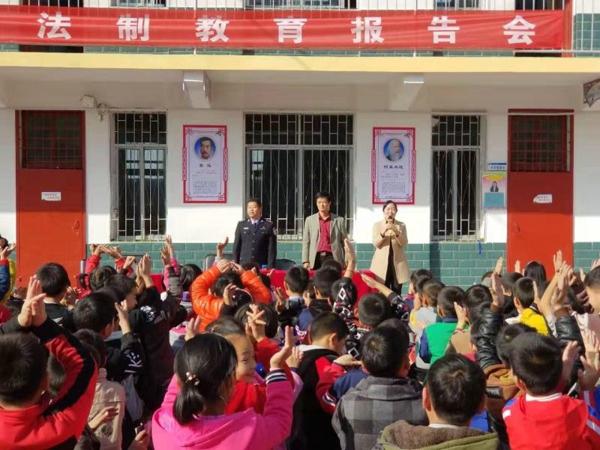 邓州白牛:民警深入辖区学校开展法制安全教育