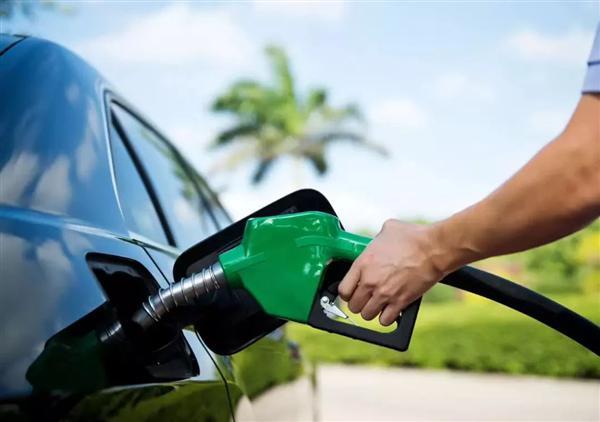 """今日起成品油价格迎来了""""二连涨"""" 汽油价格小涨5分钱/升"""