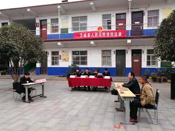 方城:俩小学生课间打闹受伤 巡回法庭进校普法获赞