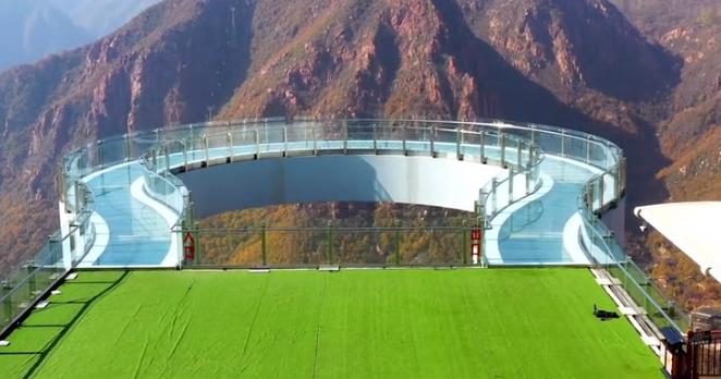 航拍:世界最长高空玻璃环廊