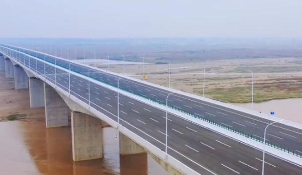 """航拍:""""黄河第一跨""""官渡黄河大桥正式通车"""