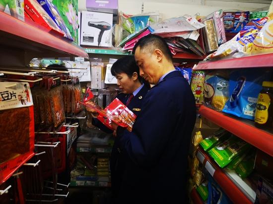 郑州市百花艺术小学开展校园周边经营环境治理净化食品、商品质量安全环境