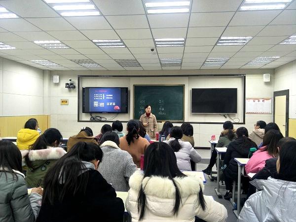 中原名师魏巍应邀到管城区政治学科基地作报告