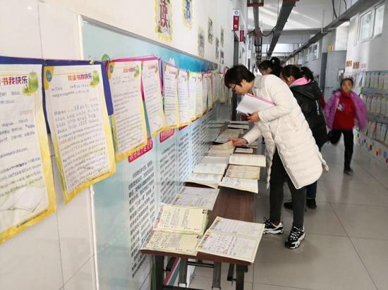 瞧一瞧  听一听  说一说——郑州高新区五龙口小学开展家长开放日活动