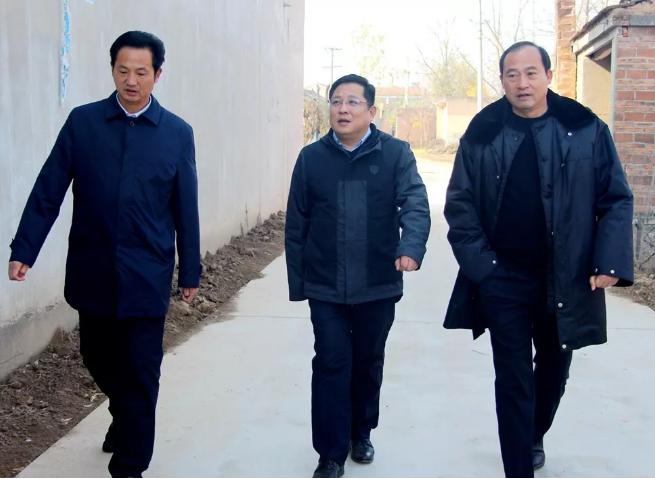 李中华深入乡镇暗访农村人居环境整治工作