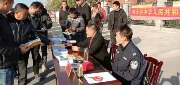 邓州:孟楼派出所积极开展第六个国家宪法日宣传工作
