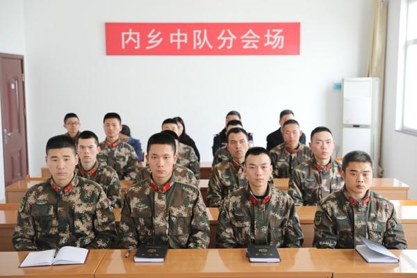 """内乡法院开展""""宪法宣传进军营""""主题活动"""