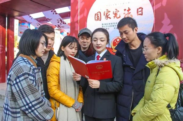 南阳法院开展宪法宣传系列活动