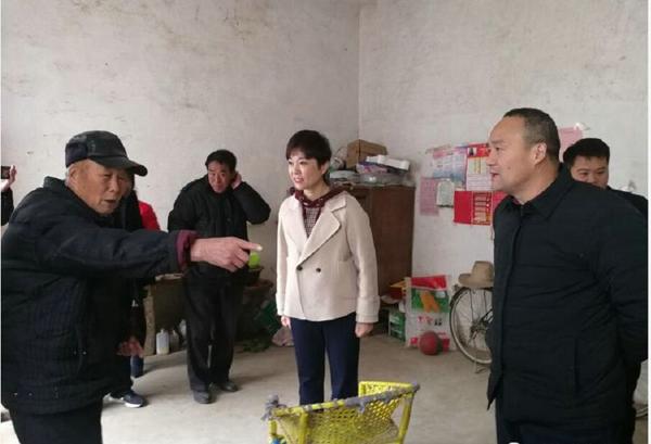 社旗县委常委、纪委书记黄静到朱集镇杨庄村督导脱贫攻坚工作