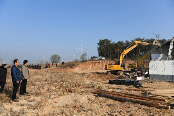 唐河县法院强制拆除违建,人大代表见证执行