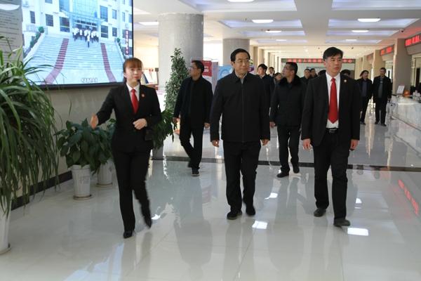 社旗县高质量党建观摩组到法院检查指导党建工作
