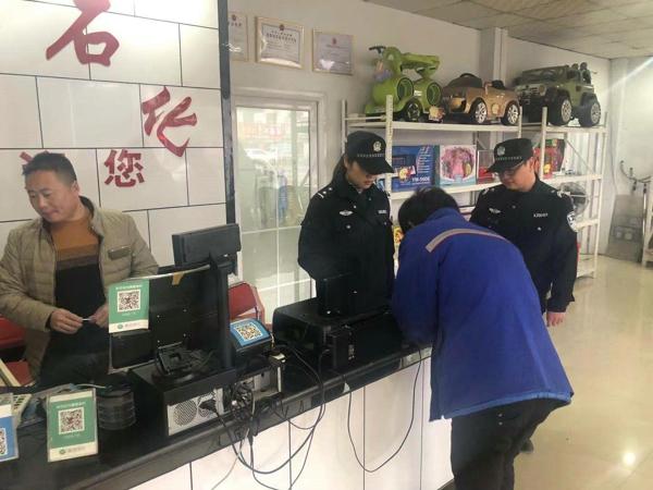 邓州:新华派出所深入辖区加油站开展安全大检查