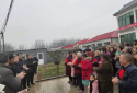 社旗县兴隆镇温桥村举行2019年脱贫户脱贫光荣证颁发仪式