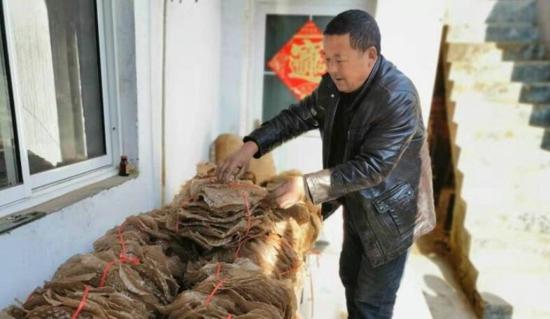 吃一碗饺子说说咱们的幸福,穷山沟寺沟村如今日子很舒服