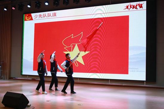 红领巾相约中国梦,共青团启航青春路——管城区举办2019年离队入团活动