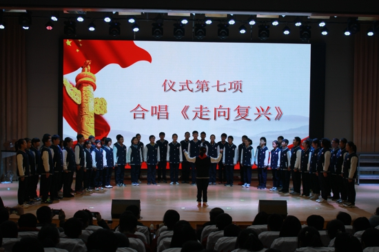 红领巾相约中国梦,共青团启航青春路 ——管城区举办2019年离队入团活动