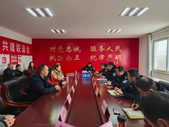 郑州:爱心健康义诊走进马寨公安分局