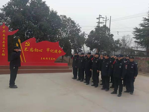 南召县公安局巡特警大队党支部开展重温入党誓词主题党日活动