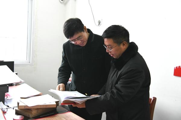 唐河县法院党组书记、代院长王云鹏调研驻村帮扶工作
