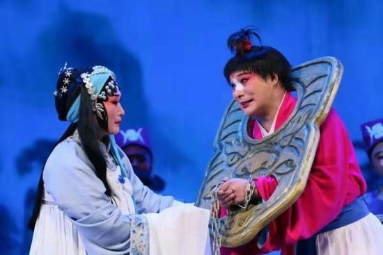 四十年经典重铸 重排曲剧《卷席筒》在河南省人民会堂首演