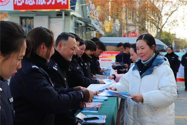 南阳市公安局组织开展《境外非政府组织境内活动管理法》普法宣传活动