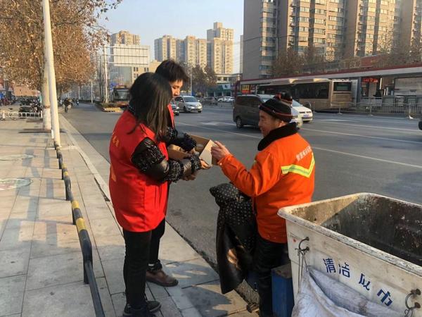 爱心满满五龙情 腊八粥甜暖人心—— 郑州高新区五龙口小学腊八节送粥活动