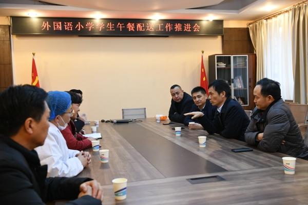 管城区政府副区长苏莹玺调研中小学午餐供应情况