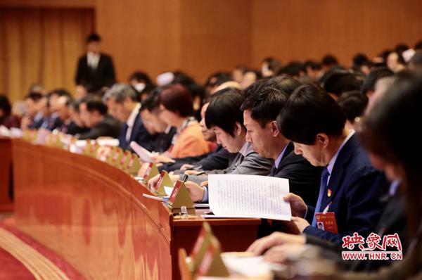 河南省政协十二届三次会议正式开幕