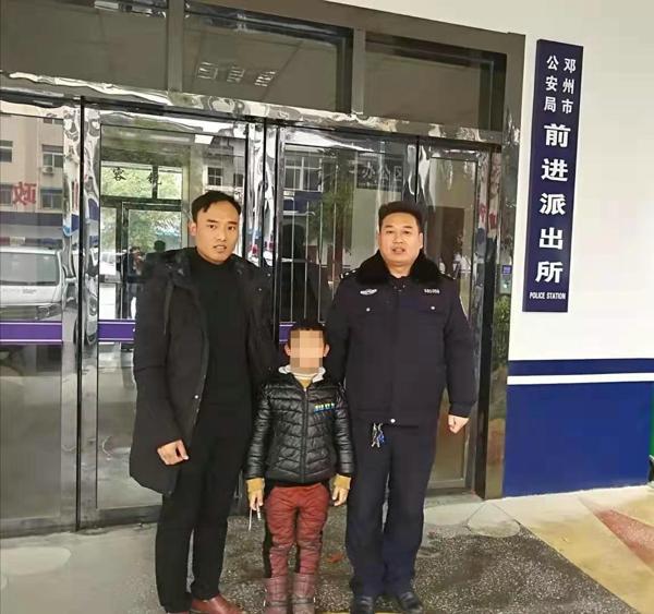 邓州:前进派出所民警热心救助一名走失儿童
