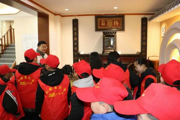 参观郑州瞻世博物馆