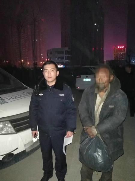 邓州文渠:民警热心救助七旬流浪老人