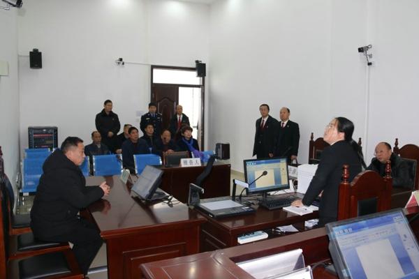 南召法院举行新任法官、新任法律职务人员宣誓仪式暨人大代表座谈会