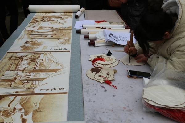宛城区举办第五届画家村民俗艺术节