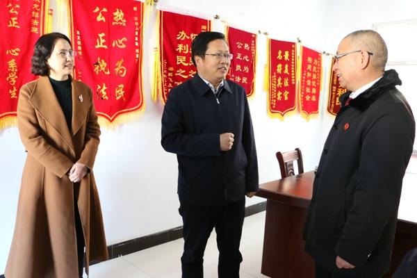 省高院领导看望慰问西峡法院双龙法庭庭长姬海朝