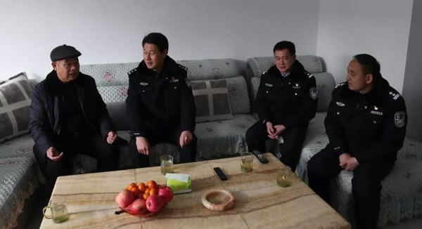 社旗县公安局局长高青走访慰问基层民警辅警和退休干部
