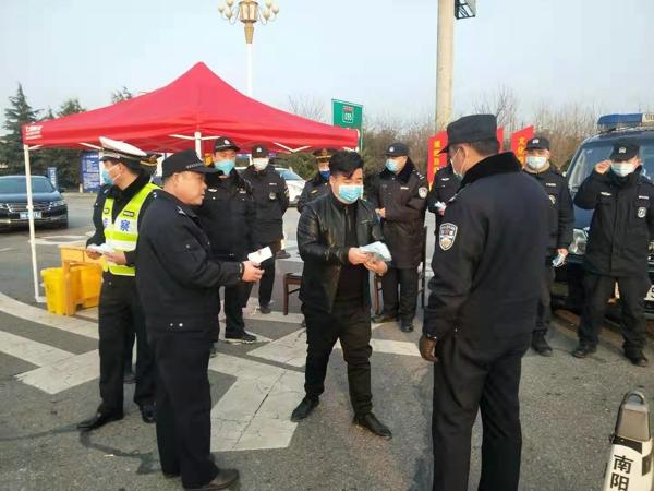 警民同心合力抗击疫情——热心企业、群众为新野公安捐赠防护用品